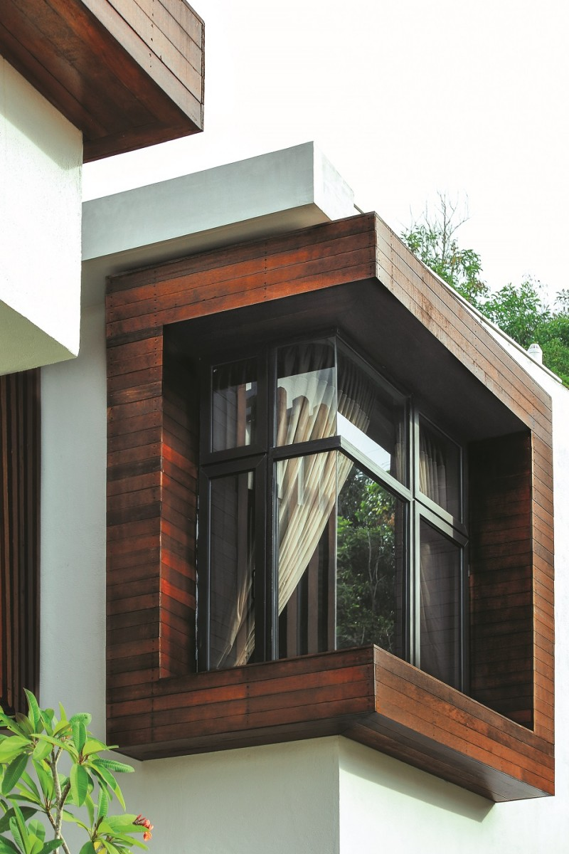 One with the great outdoors - The house with protruding windows ...