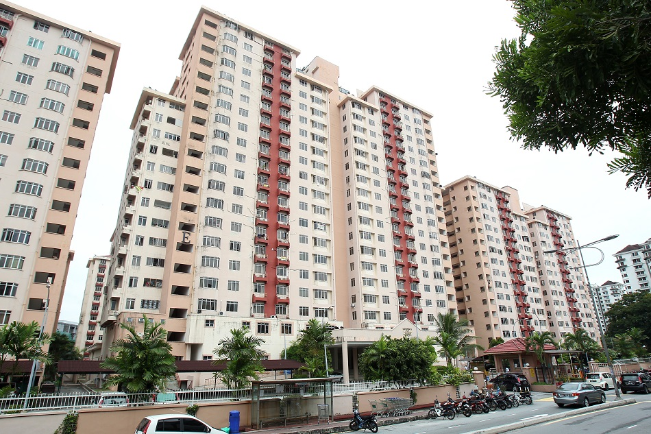The Kelana Puteri Apartments Near The Ara Damansara LRT Station.