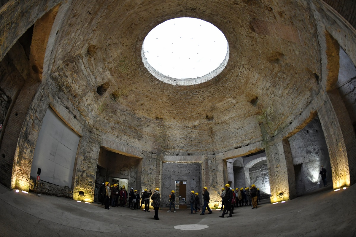 the story of neros golden house in the ad 64 in the city of rome August 64 ce: with the help of an architect named severus and an engineer named celer, nero set out to rebuild the city and to construct his own palace, the domus aurea ('golden house'.