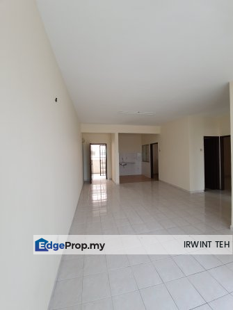 Sutramas Puchong Newly Painted Excellent Condition, Selangor, Puchong