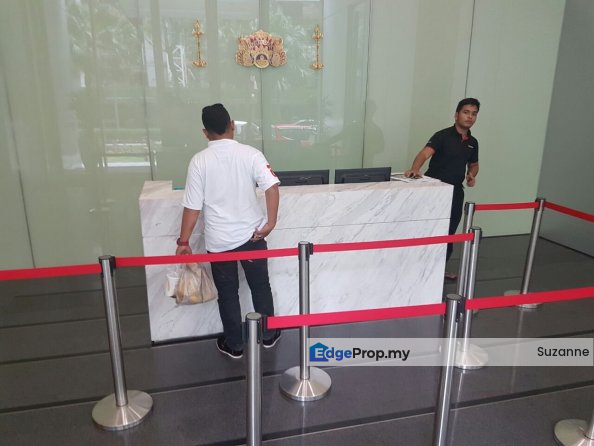 Walking_distance_to_KLCC_LRT_Train_Station_CBD, Kuala Lumpur, KLCC