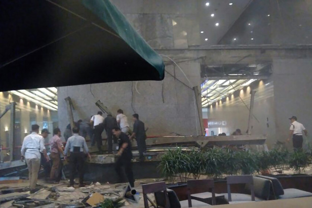 Floor at Indonesia's stock exchange collapses, 75 injured