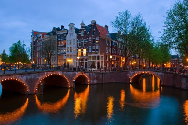 Airbnb stays in Amsterdam up by 25% in 2017 despite curbs