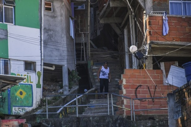 Rio's bid to wrest 'favelas' from gangs loses steam
